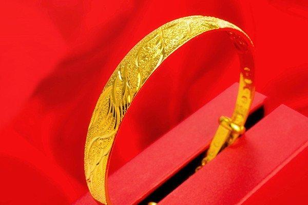 18K Gold Lady Bangle - 4