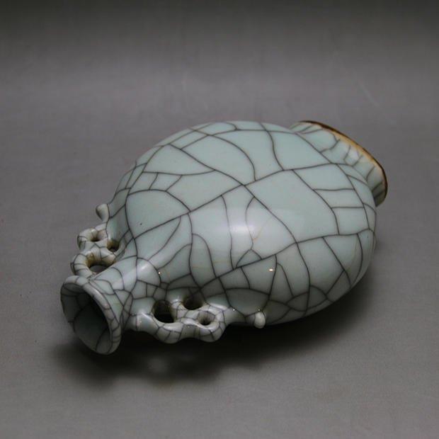 Qing Dynasty Chinese Porcelain Vase - 3