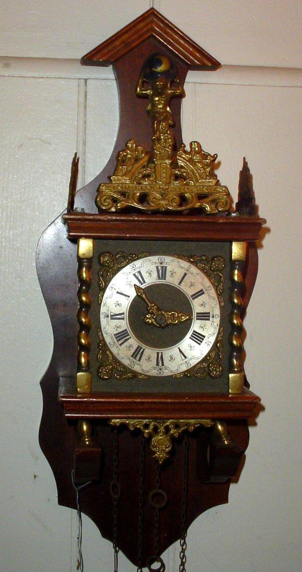 12: SMALL ATLAS WALL CLOCK 13226L