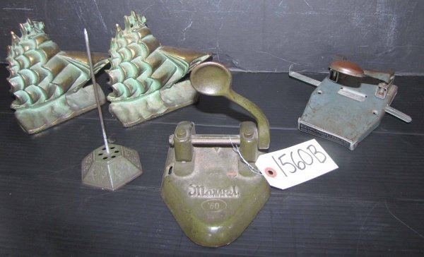 10: MISC LOT W/ BOOKENDS, PAPER HOLDER, & PUNCHER 1560B