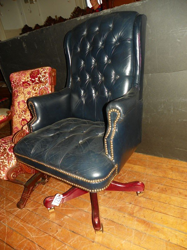 18: TUFTED LEATHER SWIVEL EXECUTIVE ARM CHAIR 1521