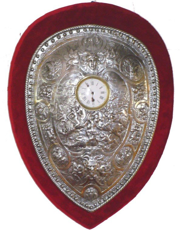 105: WALL CLOCK W/ CTR SILVER DECORATIVE SHIELD (14573)