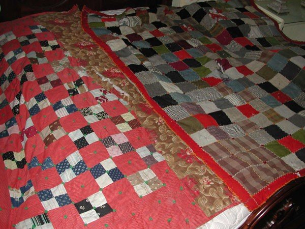 132: PAIR OF VINTAGE ANTIQUE QUILTS (4194)