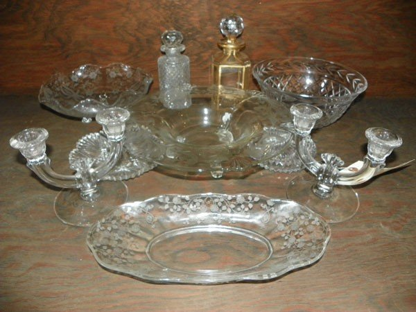 22: SET OF 10 CRYSTAL ITEMS; PLATTERS, DECANTERS (1515)