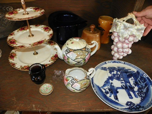 26: 11 PCS ASSORTED CHINA AND GLASS 2305