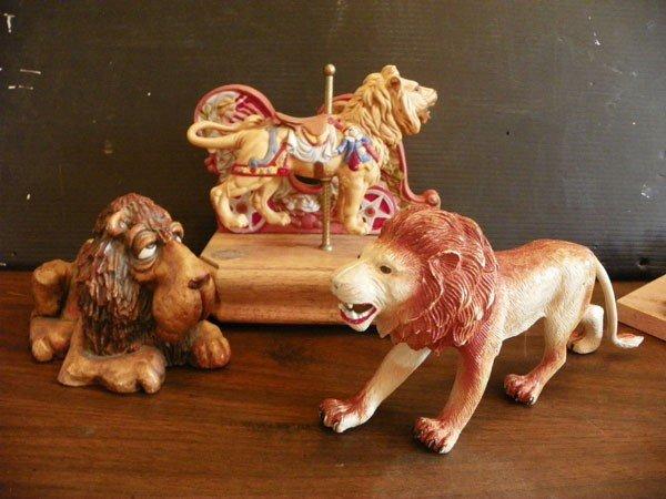 41: 3 LION STATUES 2168