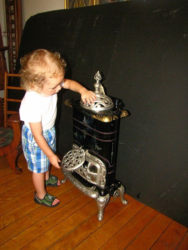 242: SMALL ROYAL GAS POT BELLY STOVE (991609) - 2