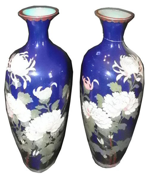 35: PR BLUE CLOISSONE VASES W/PINK AND WHITE MUMS 1586