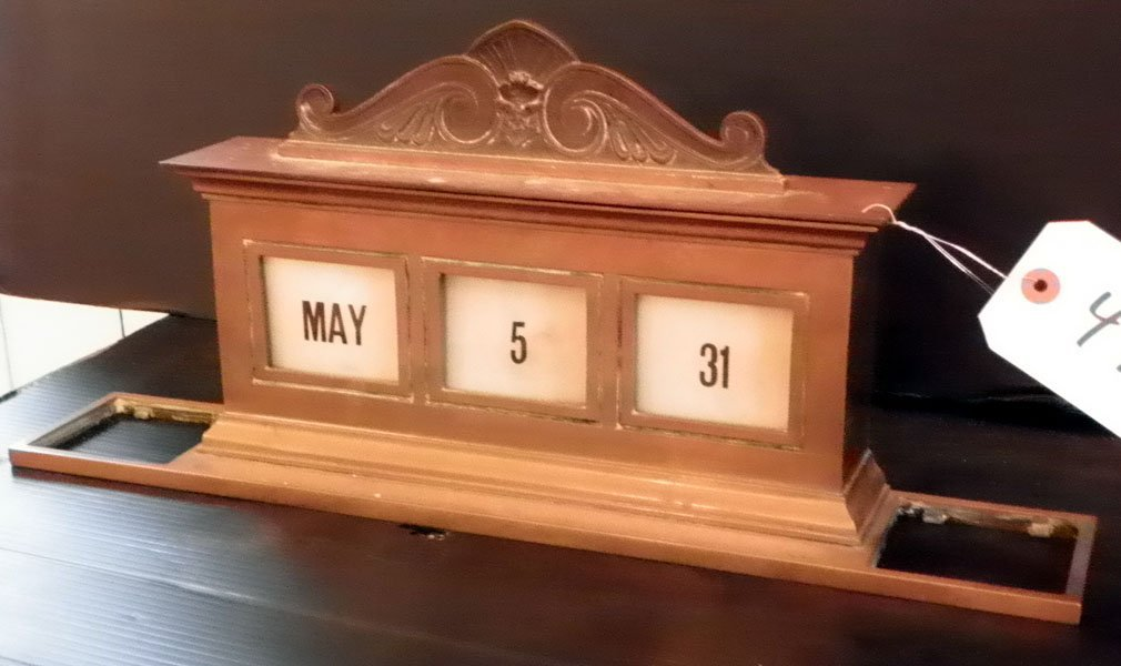 44: CAST BZ BANK TABLE CALENDAR W/ DATE CARDS 4735