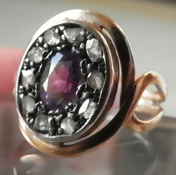 154:WHT GLD RING W/10 DIAMONDS & AMETHYST CNTR  1560