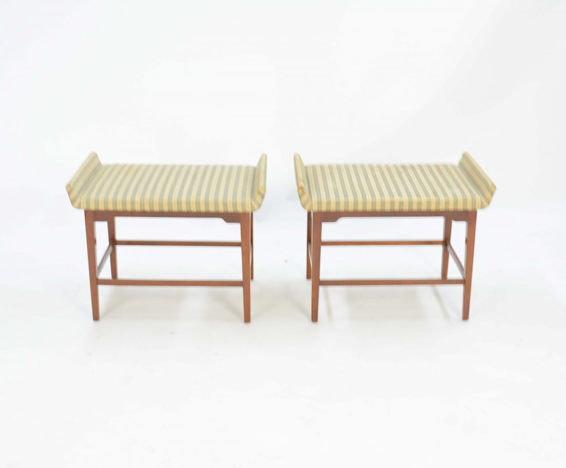 A Pair of Flair Ottoman After Tommi Parzinger - 2