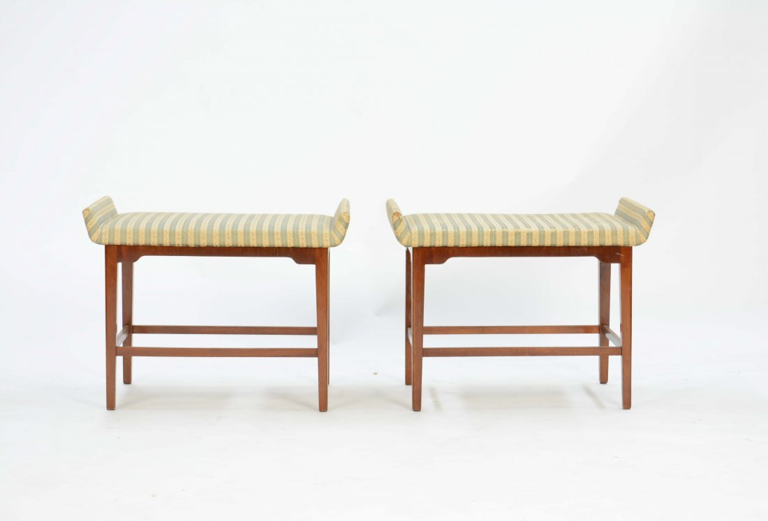 A Pair of Flair Ottoman After Tommi Parzinger - 3