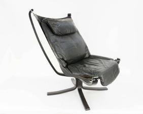 A Pair of Black Falcon Chairs by Sigurd Resell - 3