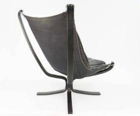 A Pair of Black Falcon Chairs by Sigurd Resell - 4