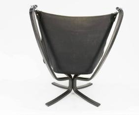 A Pair of Black Falcon Chairs by Sigurd Resell - 5