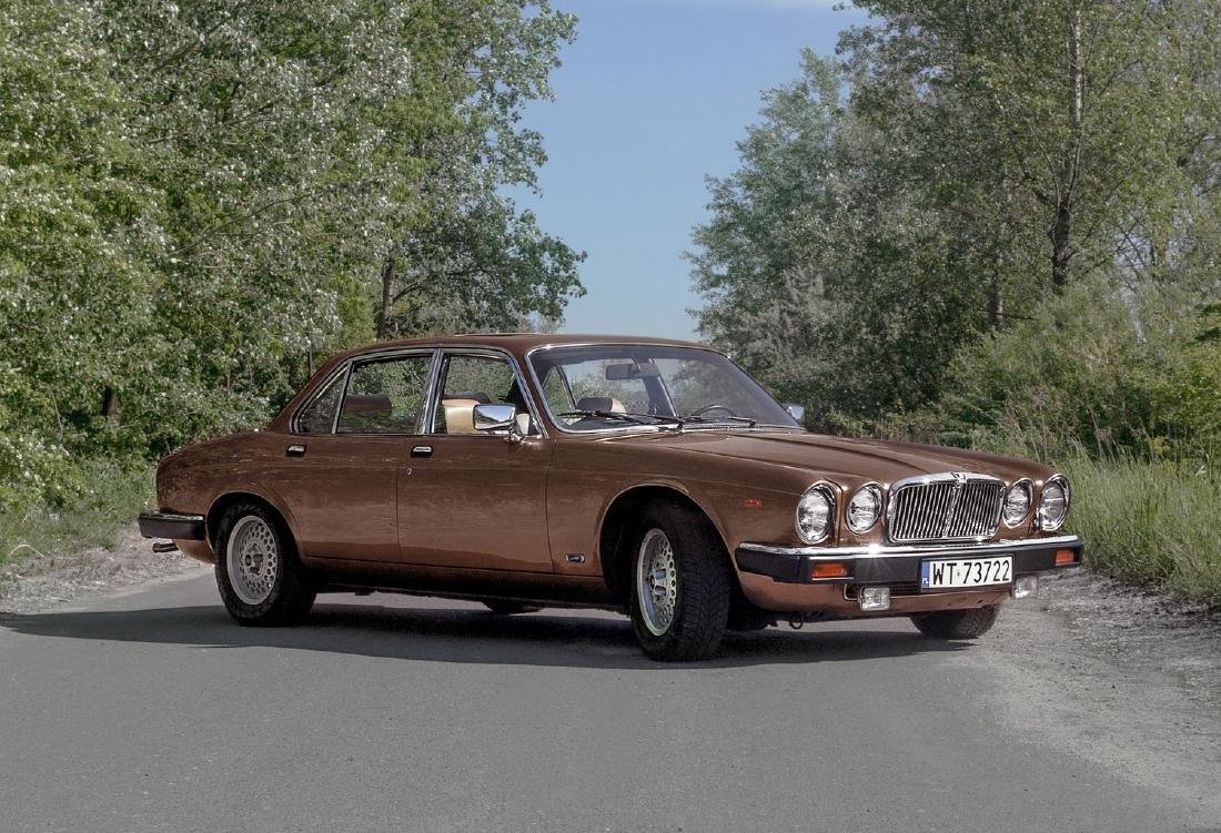 JAGUAR XJ6, 1984; British luxury saloon car in an