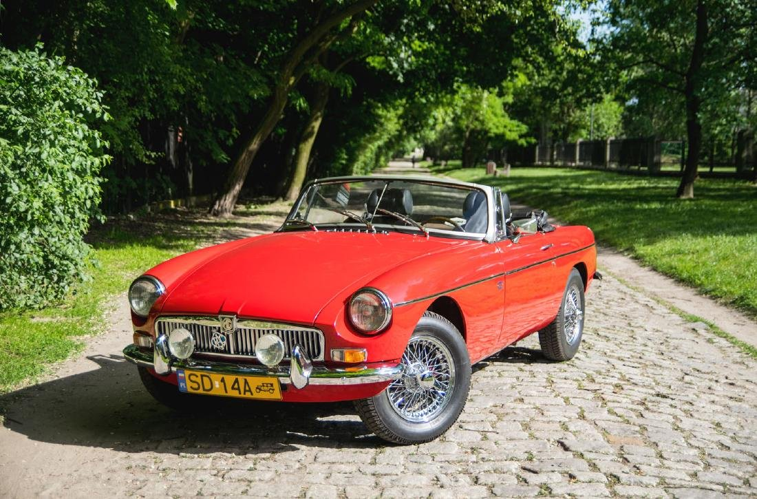 MG MGB, 1976; Classic British roadster in an attractive