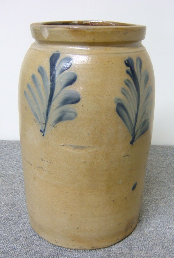 262: 3-gallon cobalt decorated crock. Stoneware crock w
