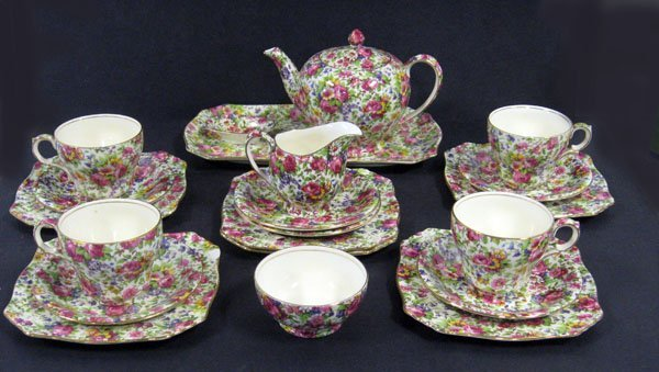 18: Royal Winton Chintz ''Summertime'' luncheon set. Ca