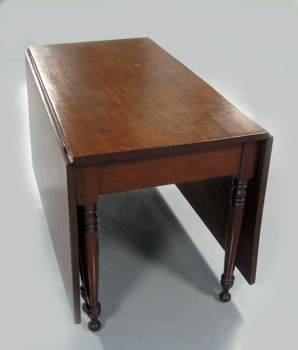 Cherry gate leg dining table with turned legs. Ca 1860.
