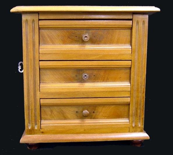 8: Salesman sample chest of drawers