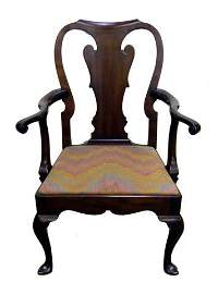 612: Queen Anne style armchairs. Ca 1960. Four walnut c
