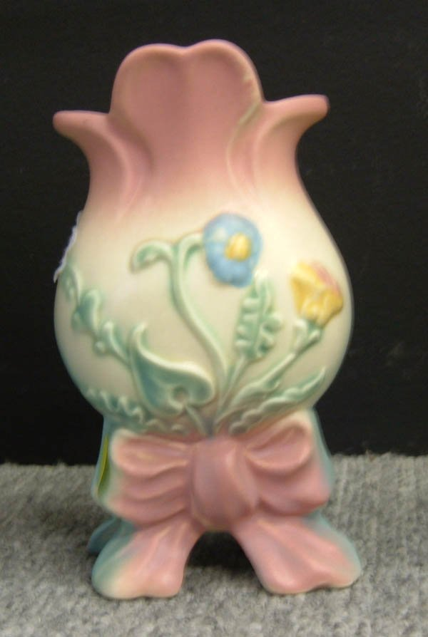 717: Hull bowknot vase