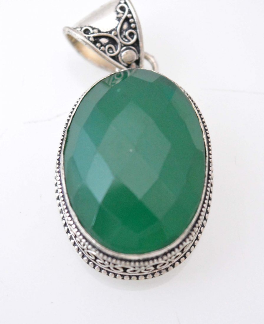 Vintage Look Pendant With Checker Cut Onyx