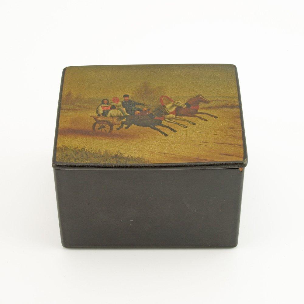 A Russian lacquer trinket box, Fedoskino Artel