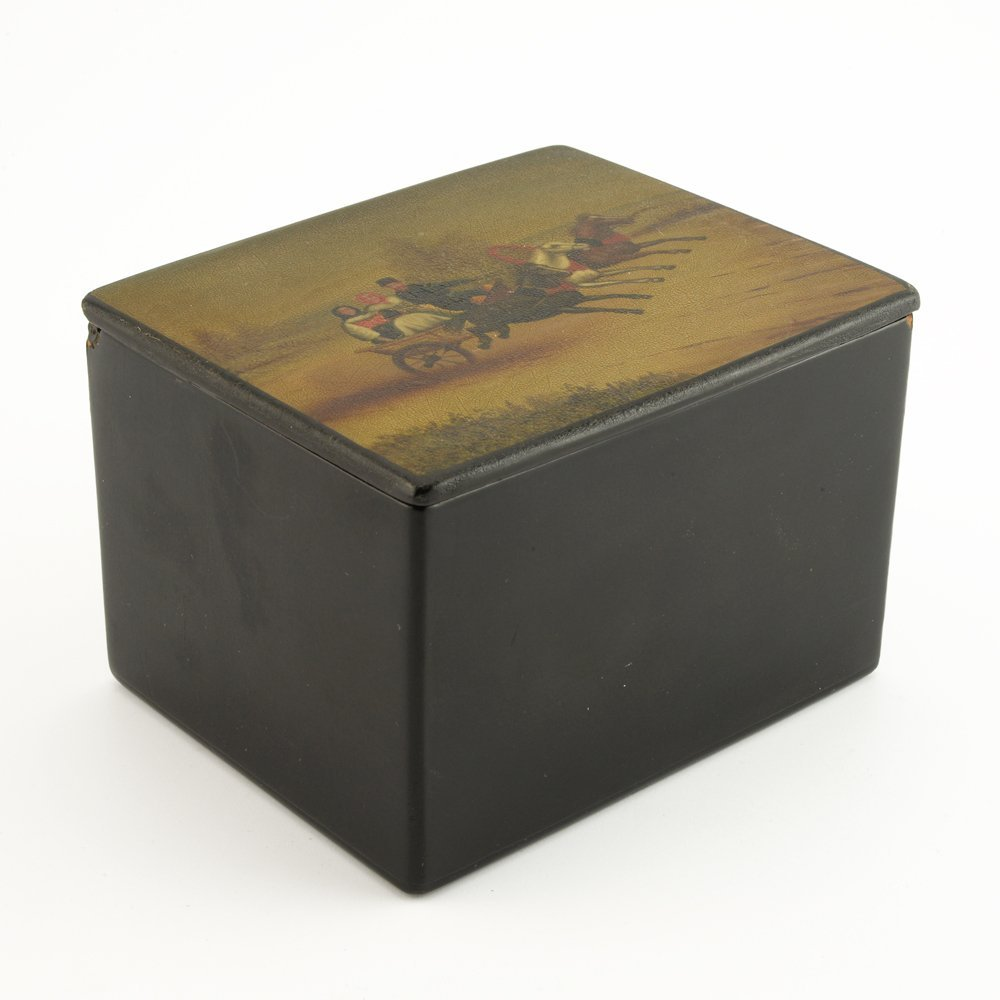 A Russian lacquer trinket box, Fedoskino Artel - 3