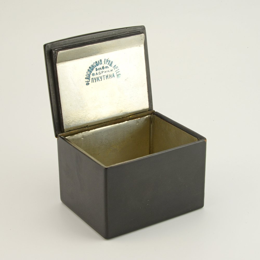 A Russian lacquer trinket box, Fedoskino Artel - 6