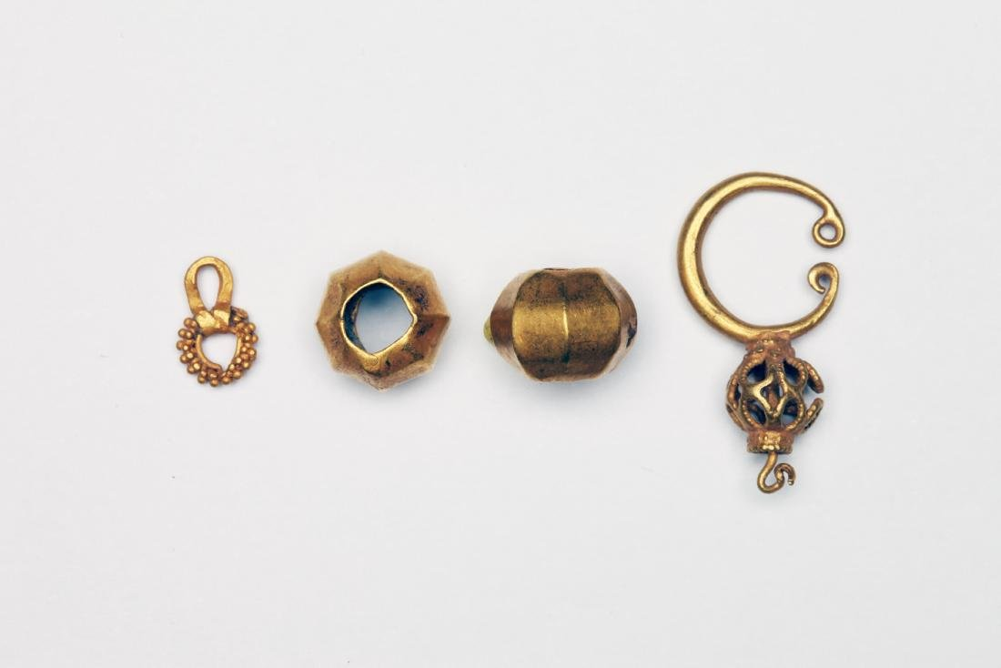 A Group of 4 Roman Gold Jewelry Elements