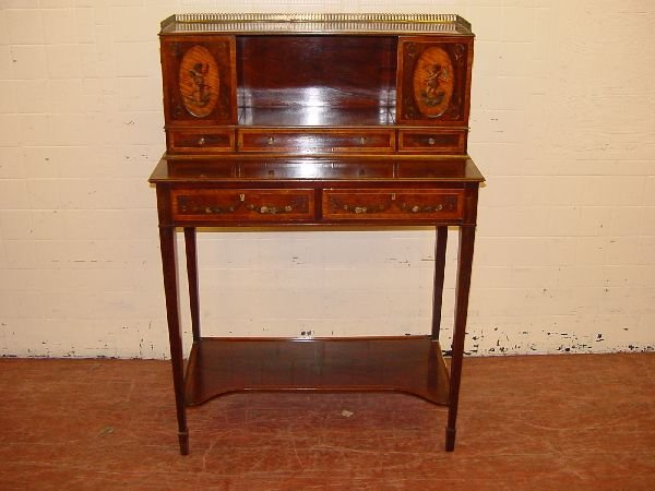 20: An Edwardian mahogany and inlaid Carltonhouse desk