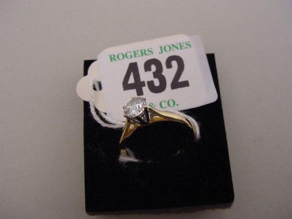 432: A lady's eighteen carat gold and platinum diamond