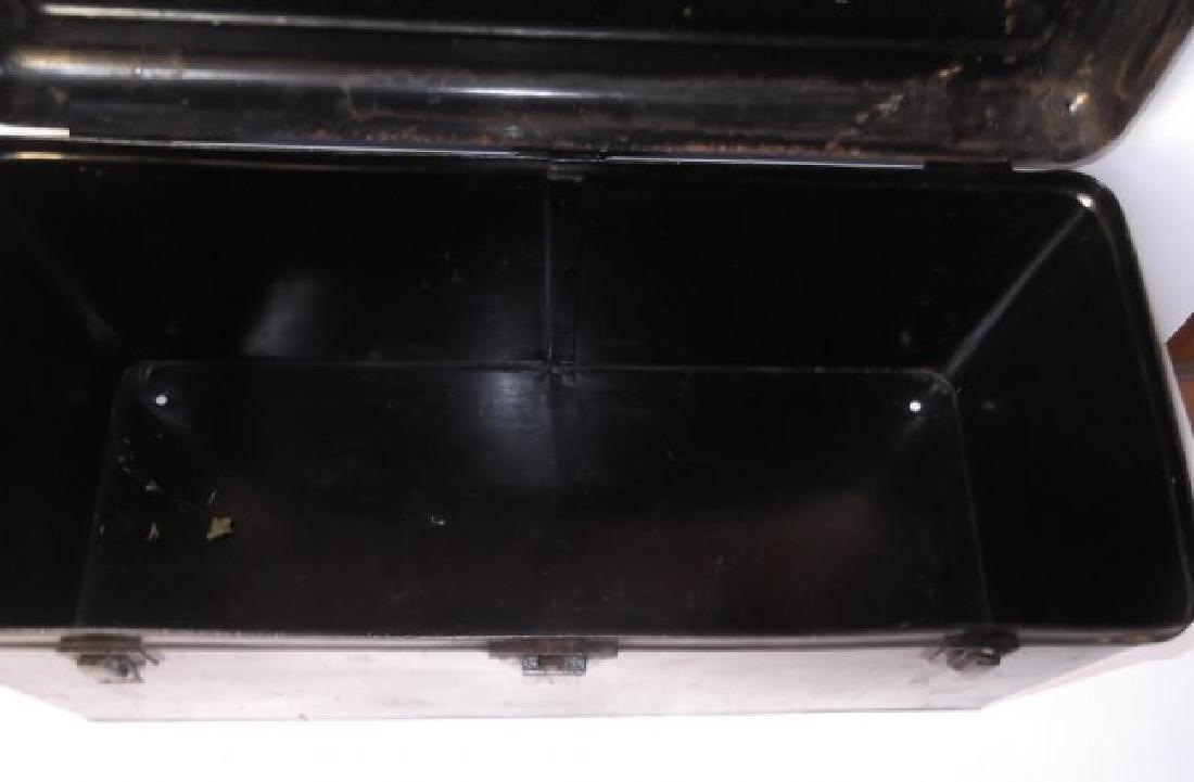 Vintage automobile steel box - 2