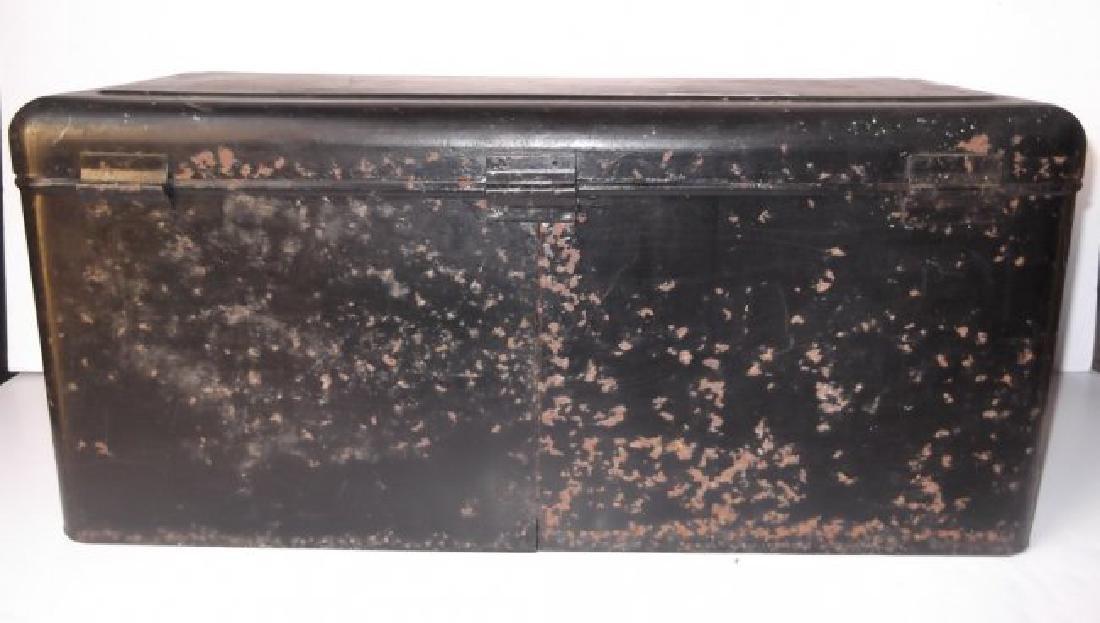 Vintage automobile steel box - 4