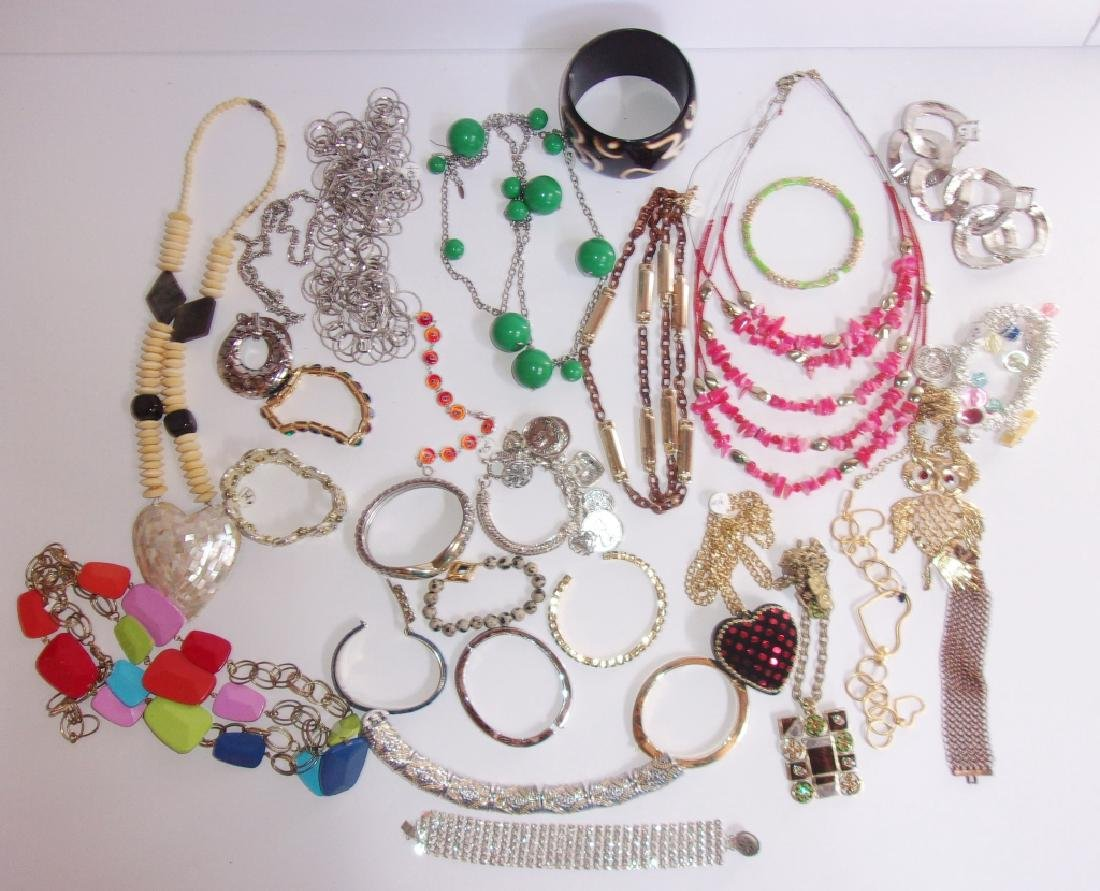 25 piece vintage costume jewelry lot