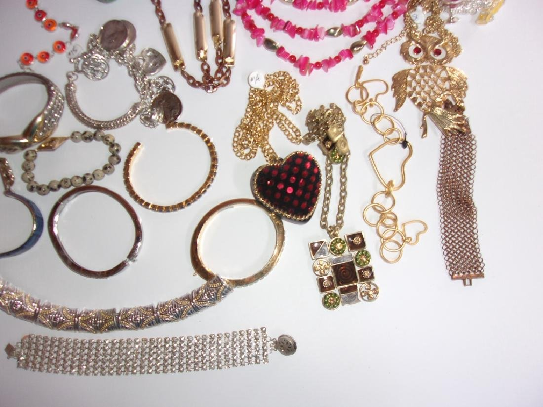 25 piece vintage costume jewelry lot - 3