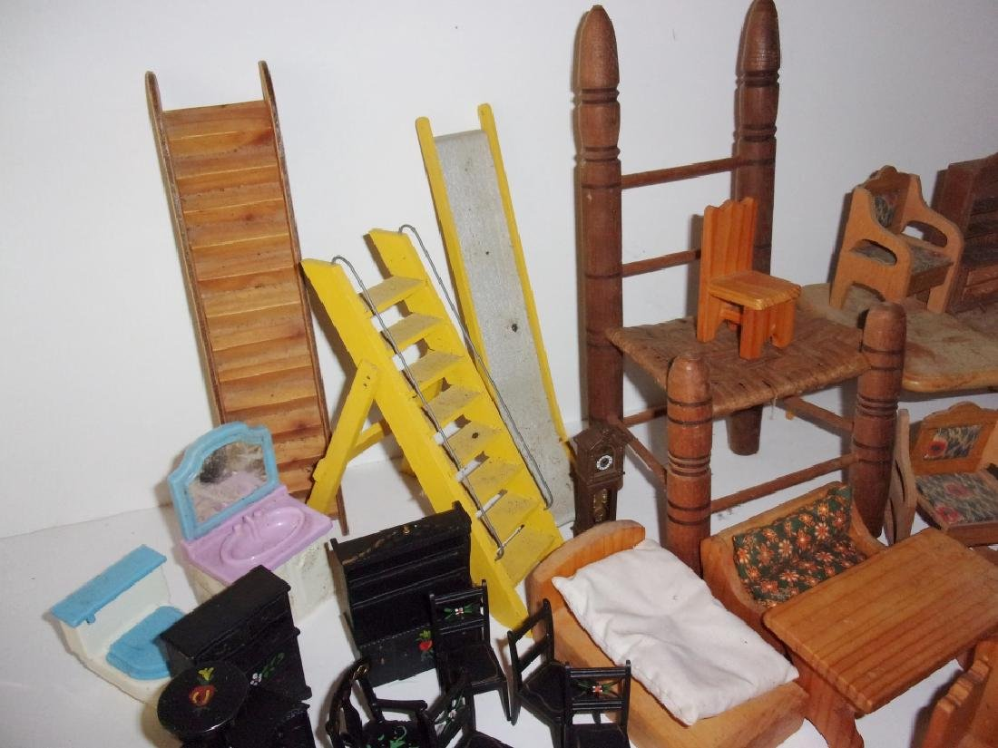 collection of assorted vintage dollhouse furniture - 3