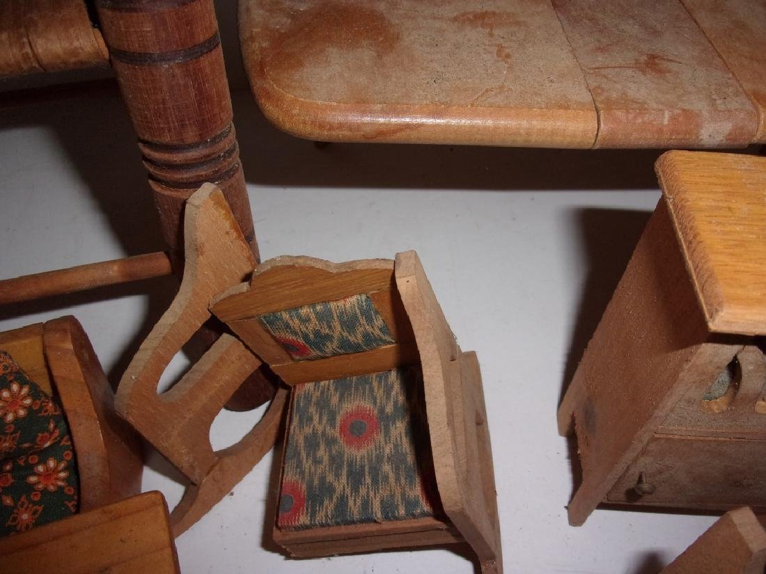 collection of assorted vintage dollhouse furniture - 5