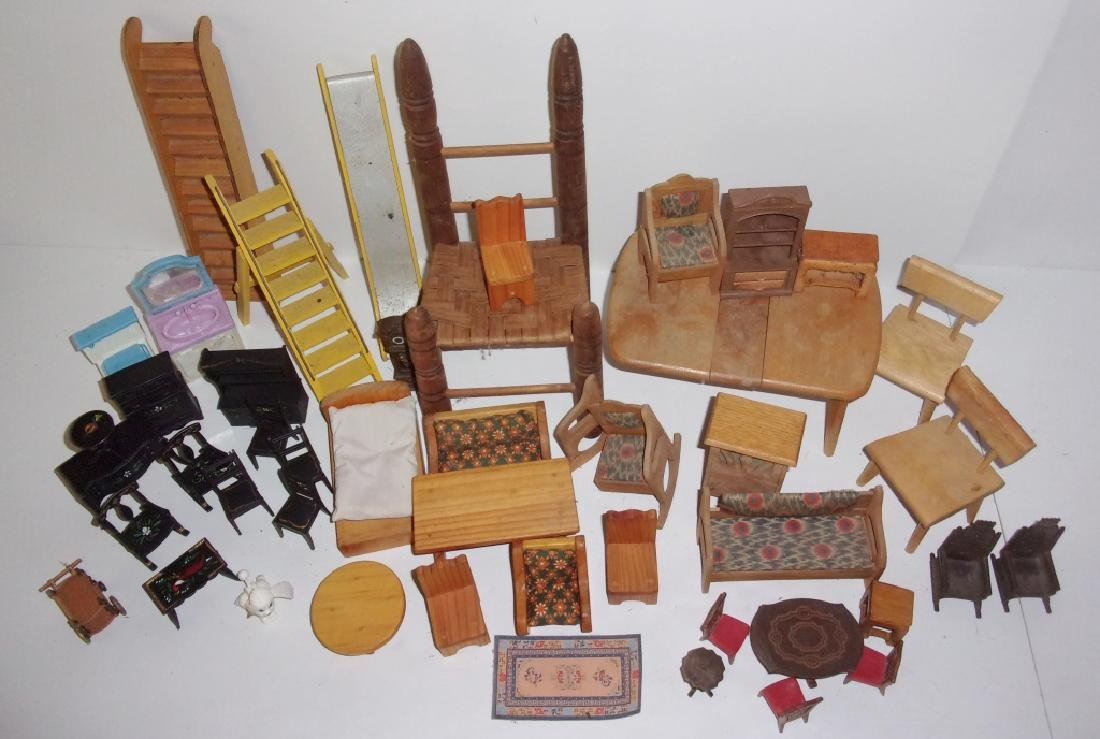 collection of assorted vintage dollhouse furniture - 6