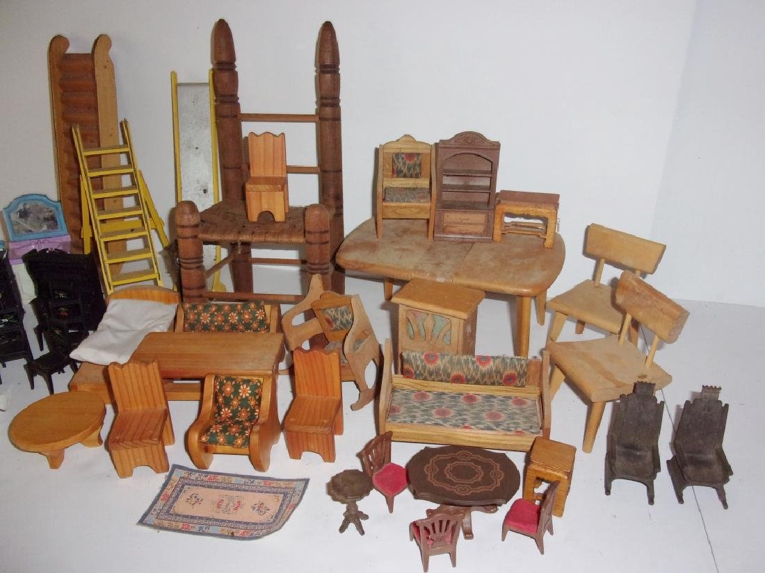 collection of assorted vintage dollhouse furniture - 7