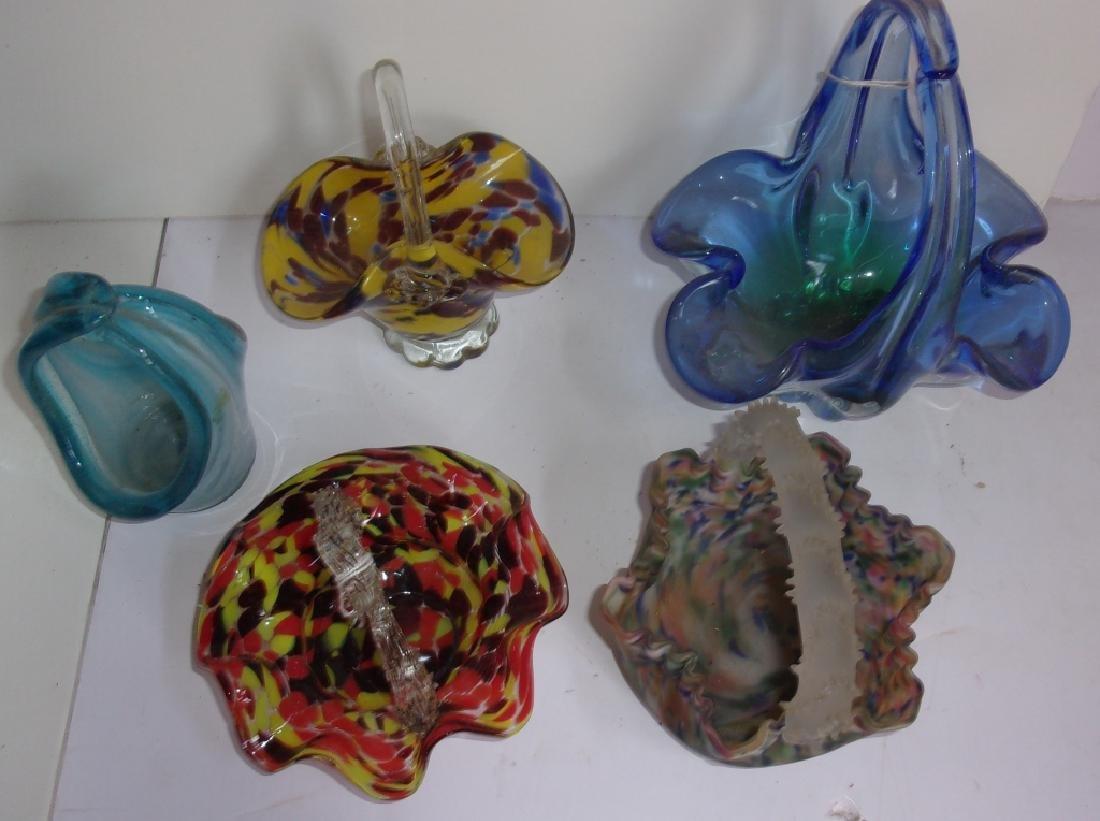 5 vintage art glass baskets - 2