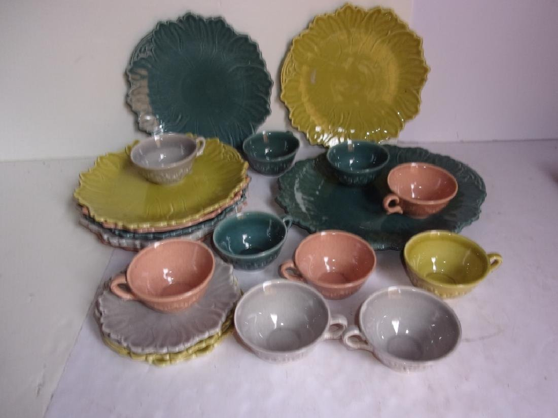 22 pieces of Woodfield plates and cups