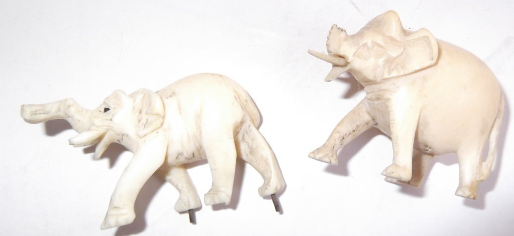 Collection of assorted bone carved items - 5