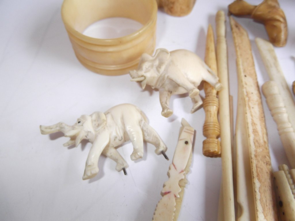 Collection of assorted bone carved items - 7