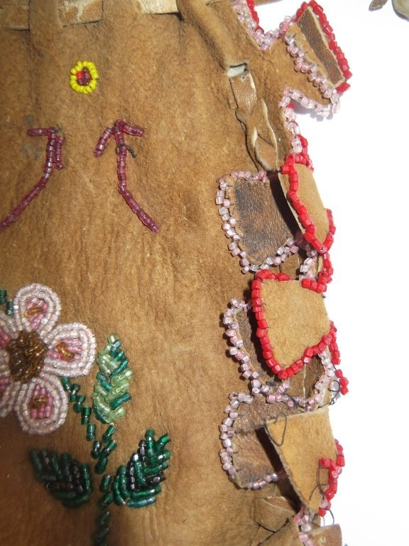 Vintage Apache beaded hide pouch - 3