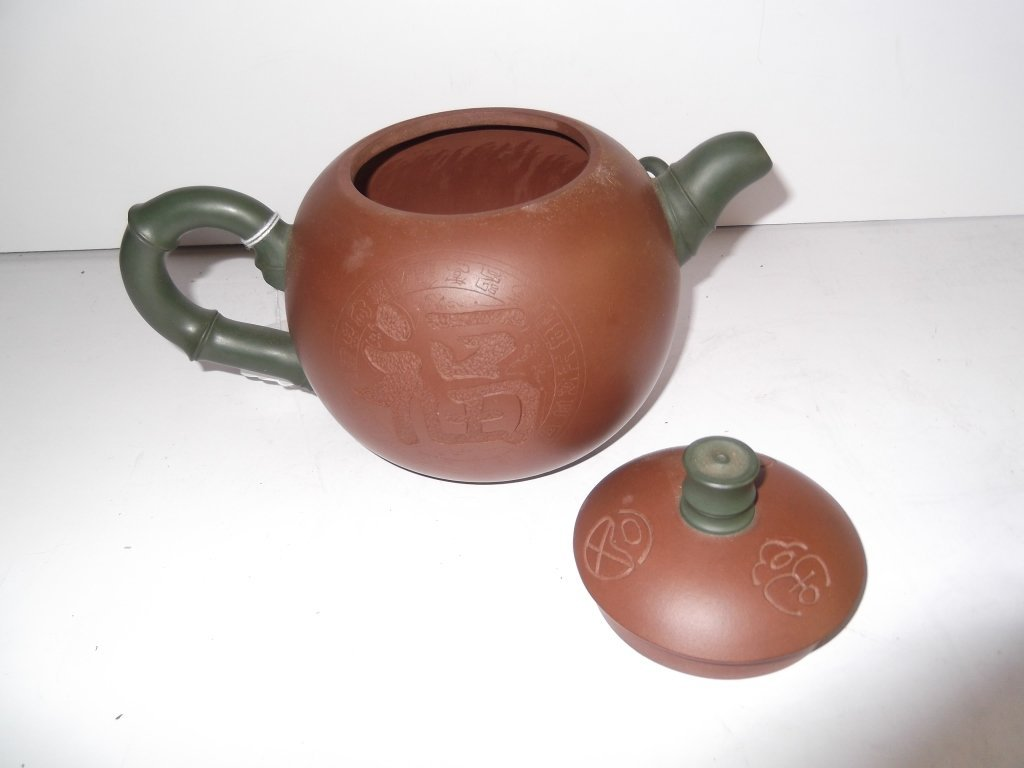 2 Yixing Chinese clay teapots - 2