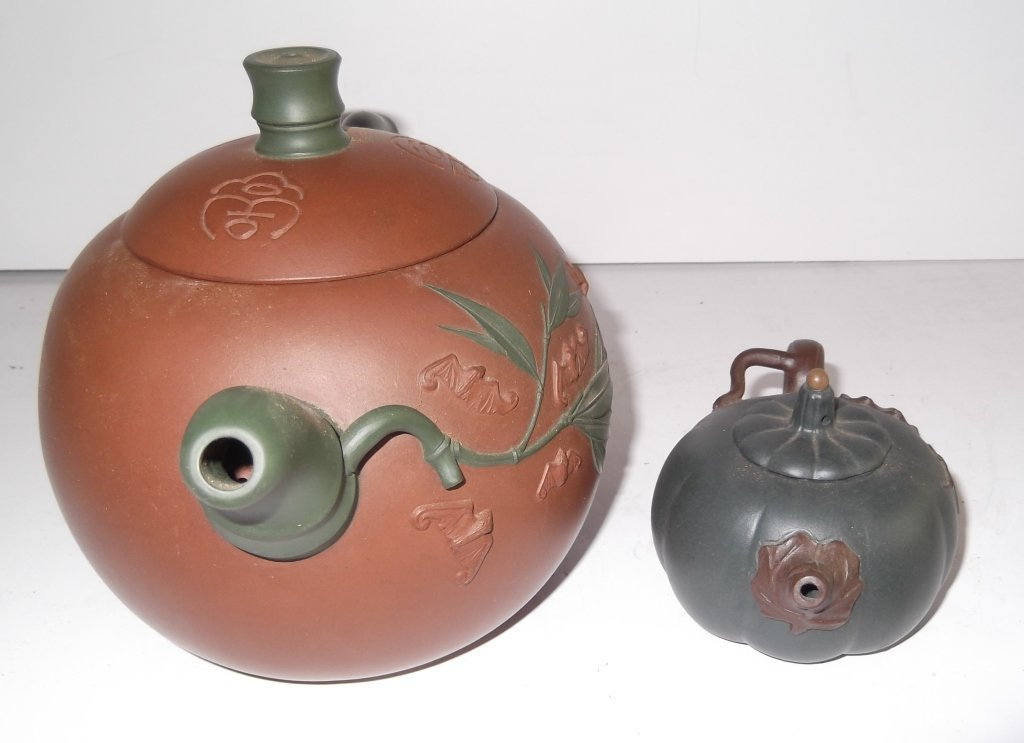 2 Yixing Chinese clay teapots - 4