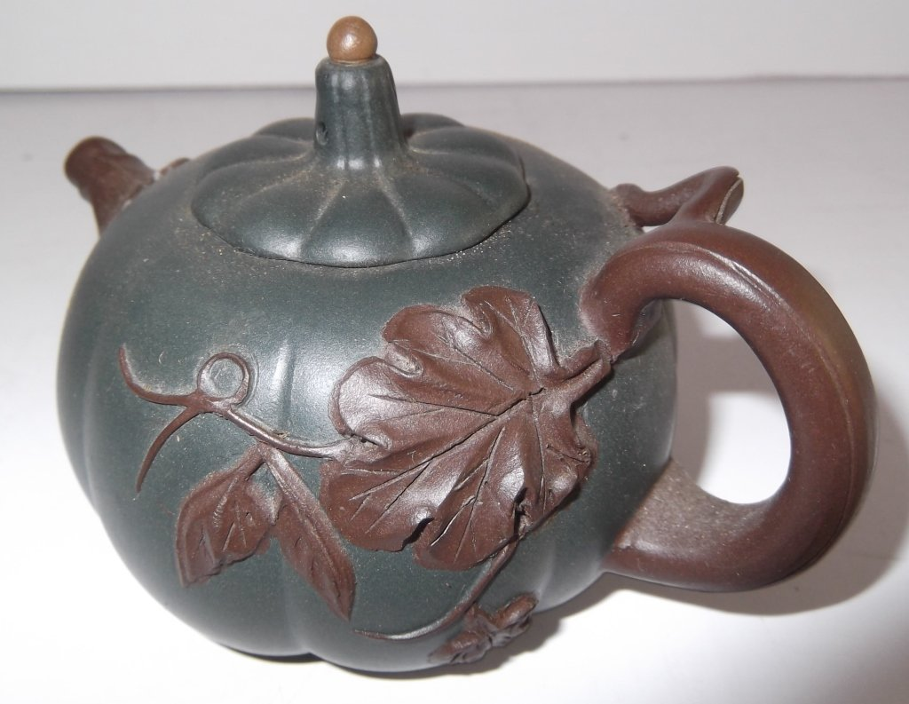 2 Yixing Chinese clay teapots - 5